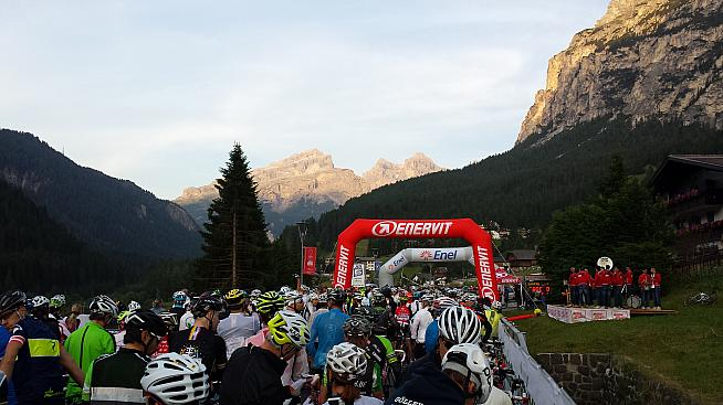 Waiting in the starting pens of the Maratona