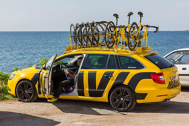 Mavic support cars