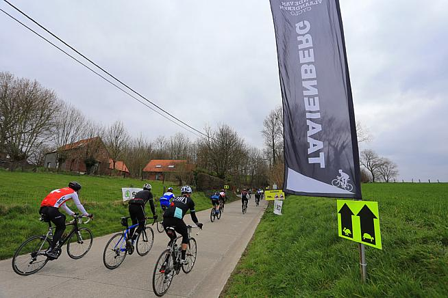Riders gear up for the Taaienberg. Photo: Sportograf