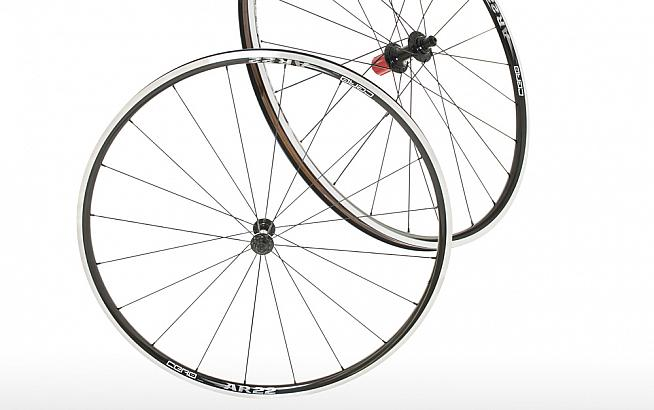 The AR22 wheelset features shallow but wider rims for a versatile and lightweight wheelset.