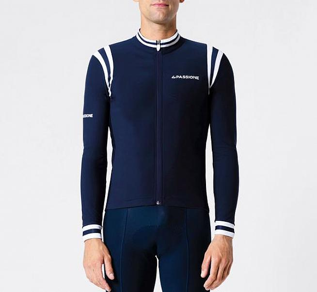 Italian styling for passionate cyclists - the Winter Jersey from La Passione.