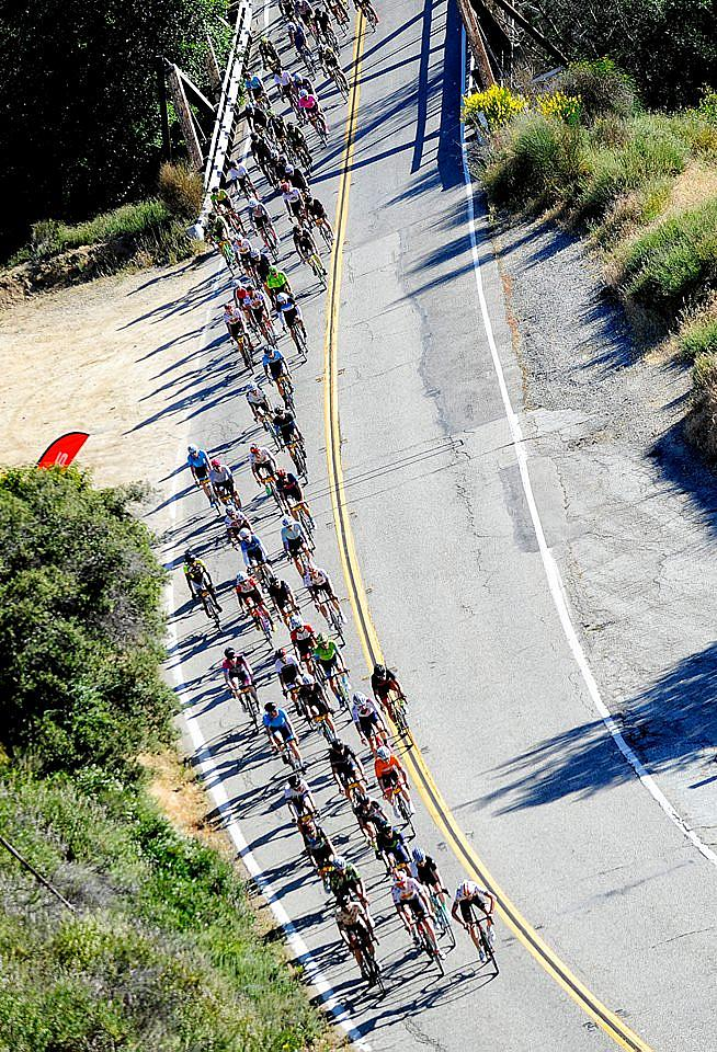 The Peloton Snakes Upwards. Credit: L'Etape California