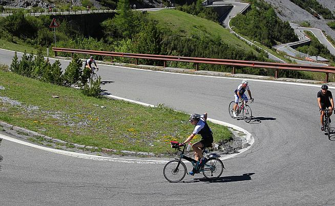 Is this the fastest ascent of the Stelvio on a folding bike?