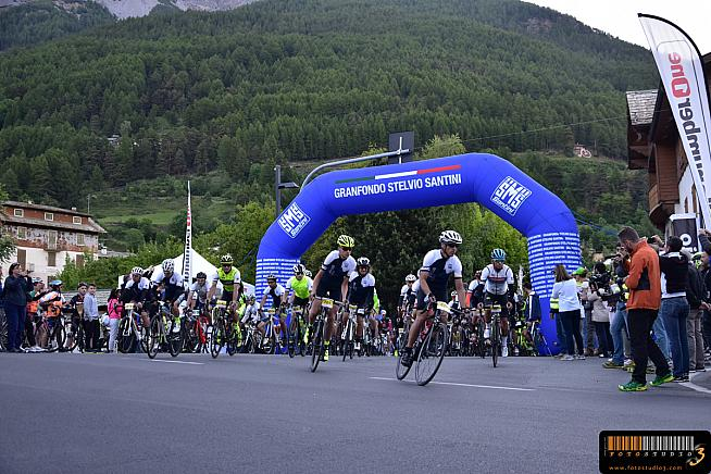 Riders set off on the start of the 2017 Gran Fondo Stelvio Santini.
