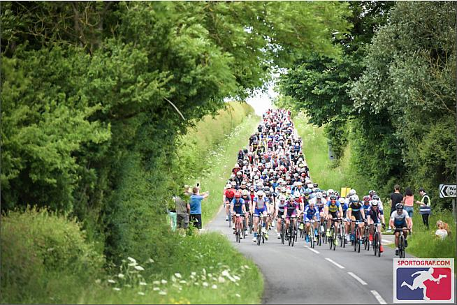 Who says Cambridgeshire doesn't have hills! That is definitely a dip in the road.
