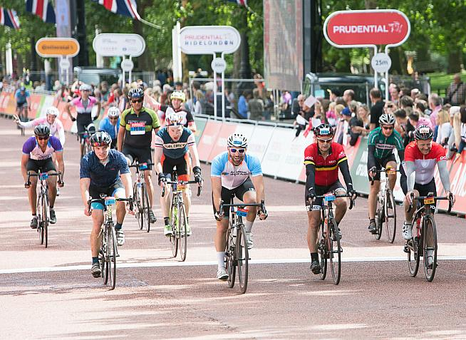 Riders sprint for the finish line on the Mall. Photo: Alistair Cunningham
