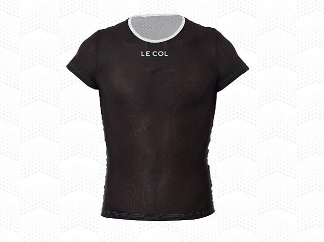 The Le Col Women's Short Sleeve Undervest has a Coolmax mesh to wick moisture and help regulate body temperature.