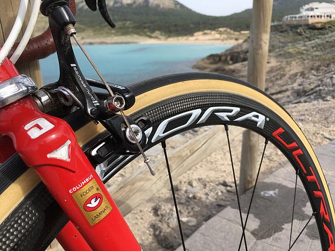 Vittoria Corsa G+ tubulars offer low rolling resistance and low pressure for enhanced comfort.