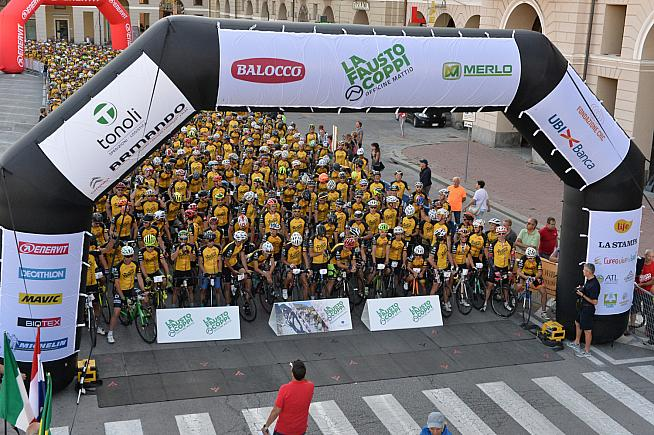 2600 riders from many nations lined up for the start of the 2018 Granfondo Fausto Coppi.