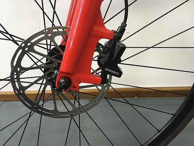 160mm hydraulic disc brakes front and rear ensure ample stopping power in all conditions.