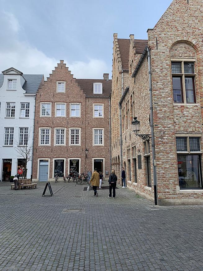 The front of the Veluso cycling cafe in Bruges
