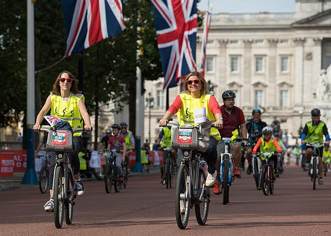 Riders on the Mall - one of the landmarks on the FreeCycle circuit.