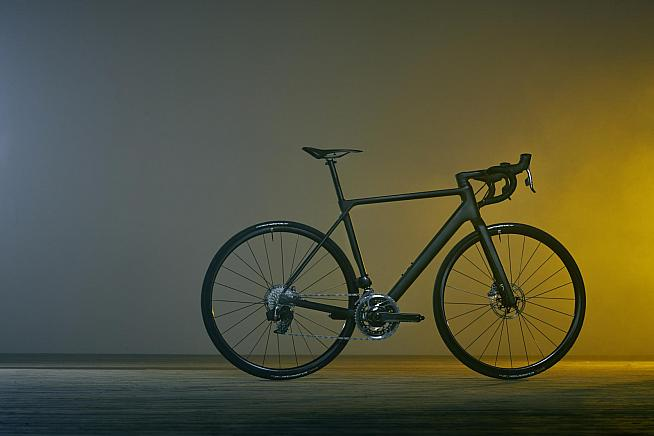 Canyon's new Ultimate CF Evo Disc road bike weighs in at under 6kg.