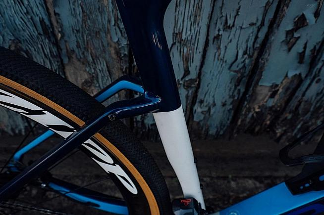 Zipp deep-section wheels and carbon integrated bars would transform the CGR SL into a race-ready dream machine.