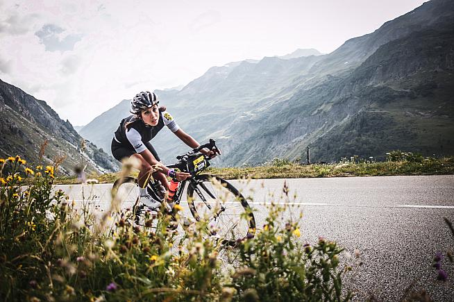 Rapha Warm Up Rides help with experience and tips in descending. Photo: Sportograf