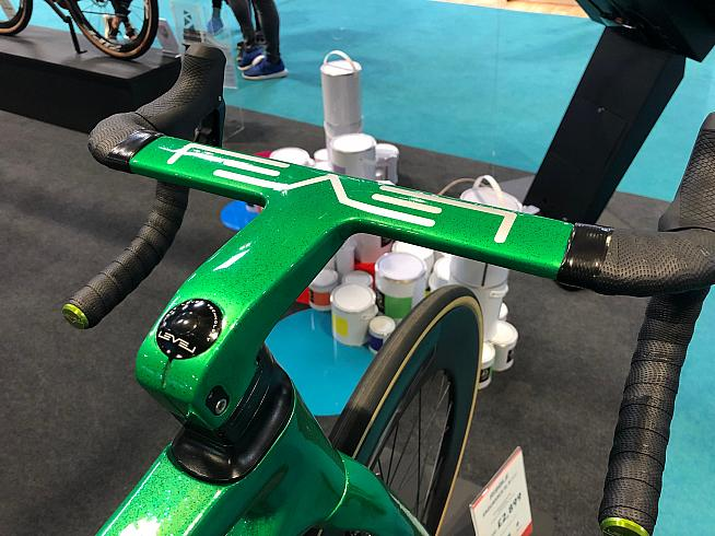 Ribble's house brand LEVEL provides colour-matched finishing kit like this integrated bar and stem.