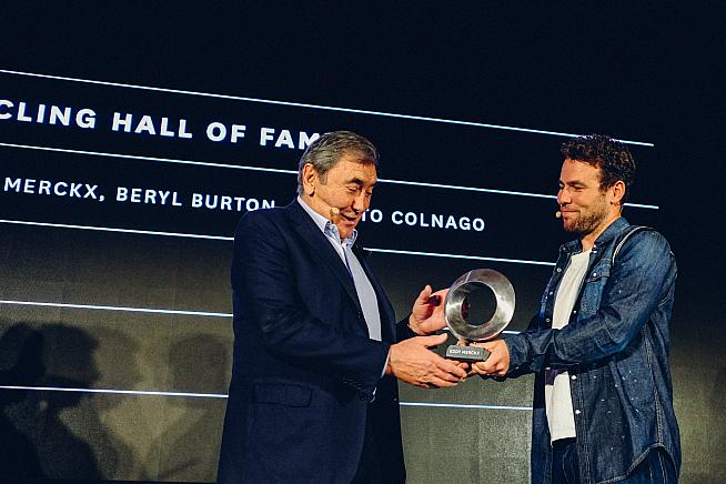 Eddy Merckx receives an award from Mark Cavendish.