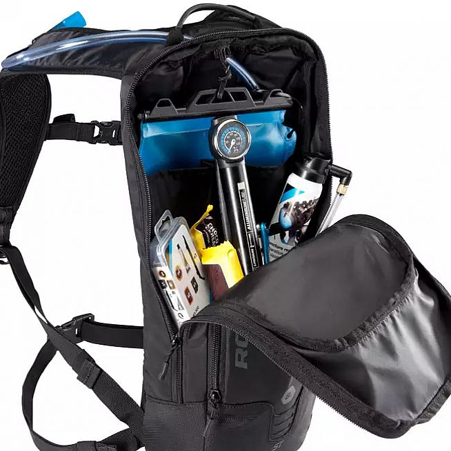 The Rockrider ST520 is a 6L capacity backpack with a 2L hydration bladder.