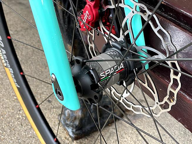 The Breva Disc wheelset features Spada's latest Hertz hubs.