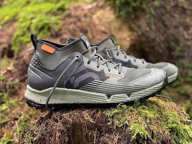 The Adidas Five Ten TrailCross XT is an ideal mountain biking shoe for tours or technical terrain.