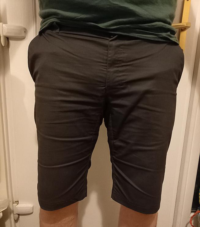 Ready for the commute: the Rain Shorts also serve as stylish casual wear.