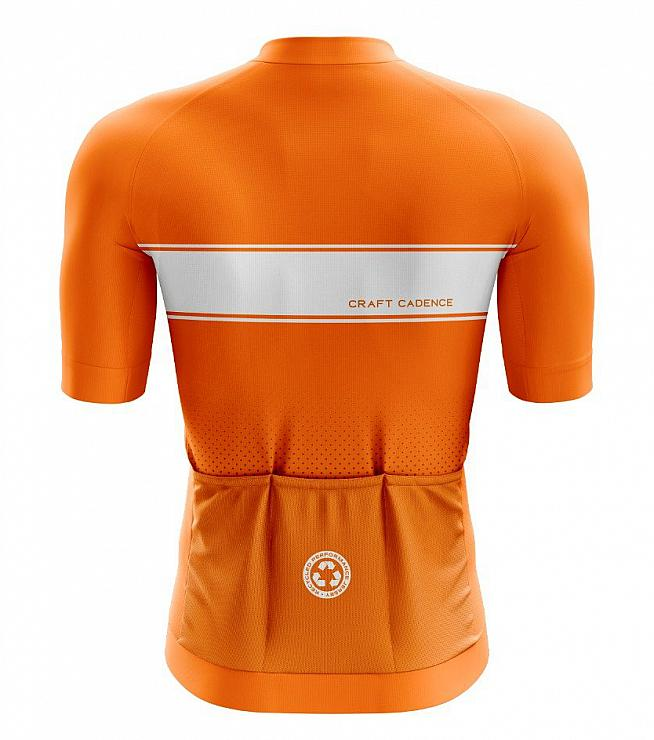 The jersey features the standard three rear pockets plus an additional zipped pocket for valuables.